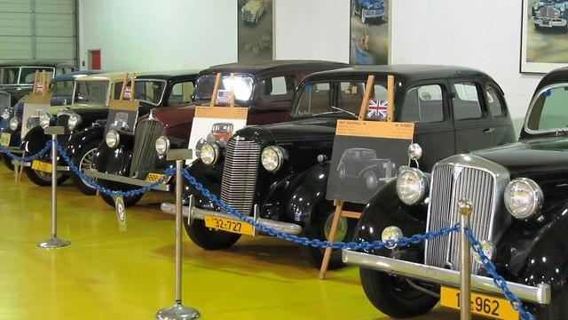 מוזיאון המכוניות בתפן (צילום: יעל שביט)