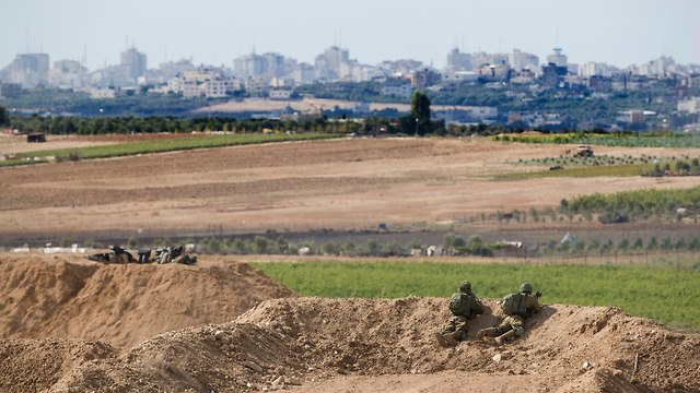 IDF troops on Gaza border (Photo: AP)