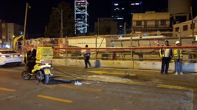 תאונת דרכים בכניסה לאתר עבודות רכבת קלה בתל אביב (צילום: אבי חי)