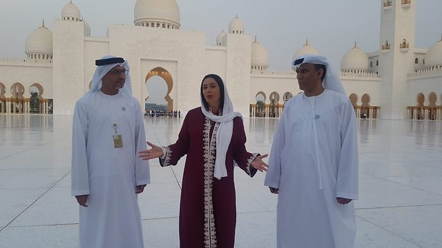 Regev visits the Sheikh Zayed Mosque (Photo: Chen Kedem Maktubi)