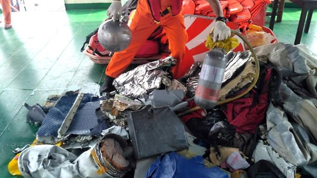 אינדונזיה התרסקות מטוס התרסק 188 נוסעים שרידים (צילום: EPA)