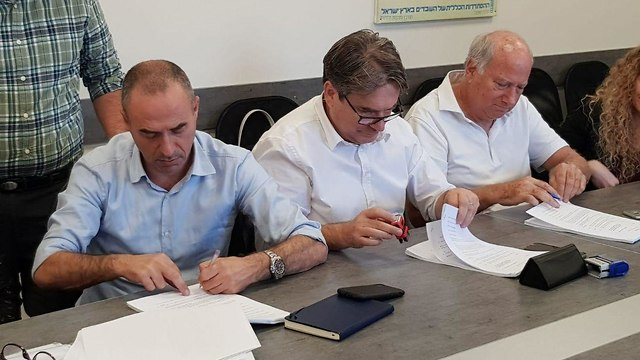 חתימת ההסכם בין אל על לטייסים (צילום: דוברות ההסתדרות)
