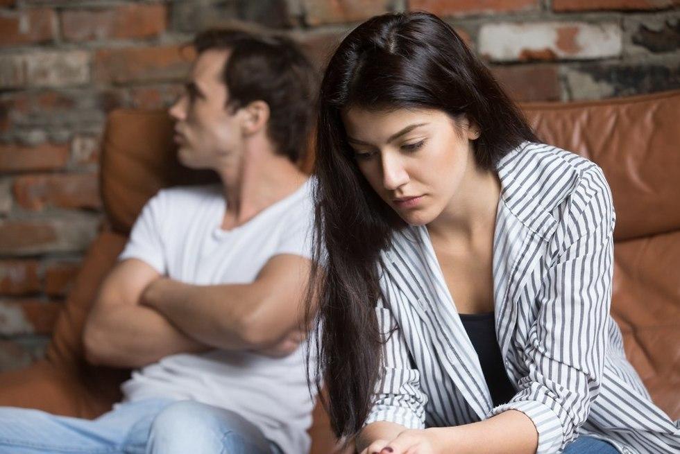 זוג שלא מדבר זה עם זה (צילום: Shutterstock)