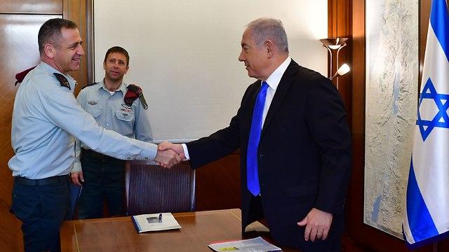 פגישה של ראש הממשלה בנימין נתניהו עם אלוף אביב כוכבי (צילום: קובי גדעון, לע