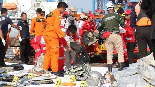 אינדונזיה התרסקות מטוס התרסק 188 נוסעים שרידים (צילום:EPA)