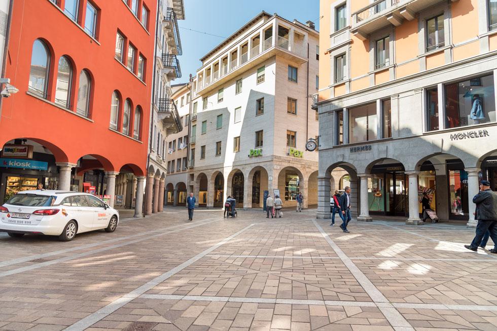 מצאו את ההבדלים: הנה לוגאנו, עיירה יוקרתית וציורית בדרום שווייץ, שאליה נוהרים נהנתני צפון איטליה (צילום: elesi/Shutterstock)