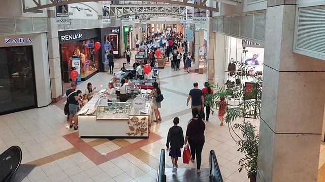 Торговый центр в Холоне. Фото: Асаф Камер