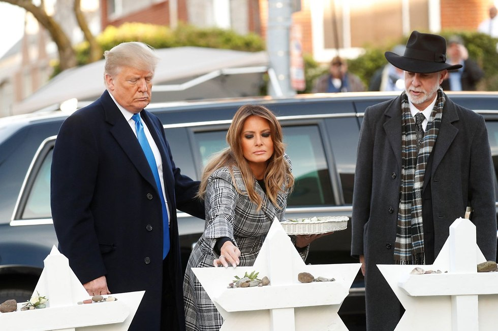 U.S. President Donald Trump and his wife Melania paying respect to the victims (Photo: Reuters)