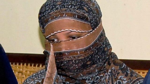 אסיה ביבי זוכתה מהעלבת ה איסלאם ב פקיסטן במהלך משפטה 2010 (צילום: AP)