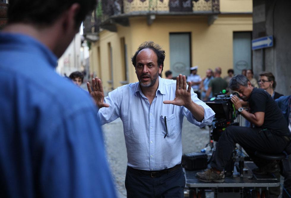 הבמאי לוקה גואדנינו על הסט של ''קרא לי בשמך''. עיצוב הוא תשוקה ישנה שלו, שבאה לידי ביטוי בסרטיו ועכשיו גם בפרויקטים של הסטודיו החדש שפתח (צילום: rex/asap creative)