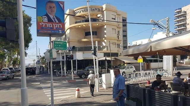נהריה מתעוררת לבוקר חדש עם ראש עיר חדש (צילום: אסף קמר)