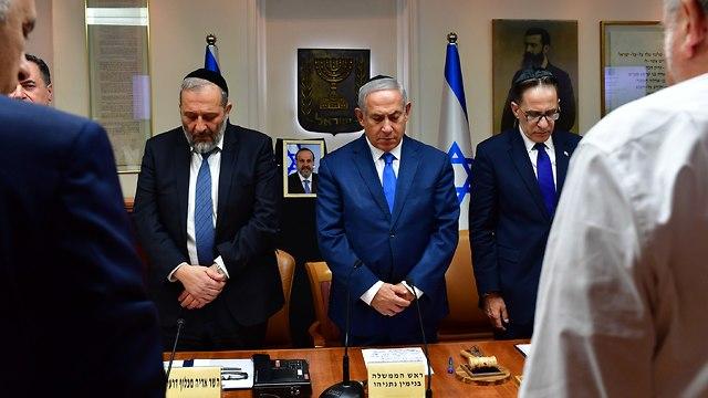 דקת דומיה בישיבת ממשלה מיוחדת לזכרו של השר דוד אזולאי (צילום: קובי גדעון, לע