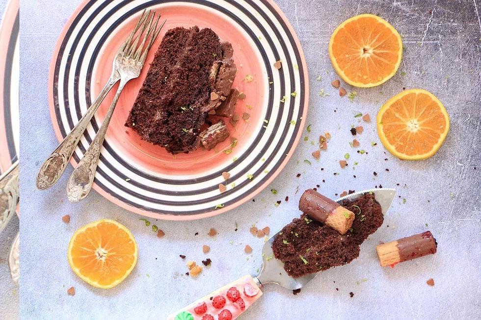 עוגה עסיסית ועשירה ללא מוצרי חלב (צילום: הודליה כצמן  Bake Care)
