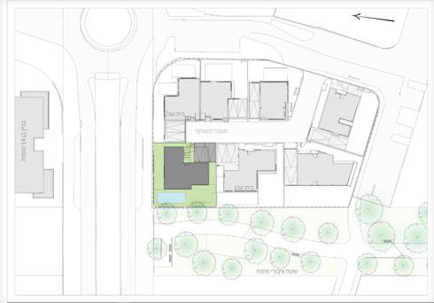 תוכנית הבינוי במתחם המשותף. בית המשפחה מודגש בירוק, ומשמאל בניין בן 14 קומות (תוכנית: שחר רוזנפלד אדריכלים)