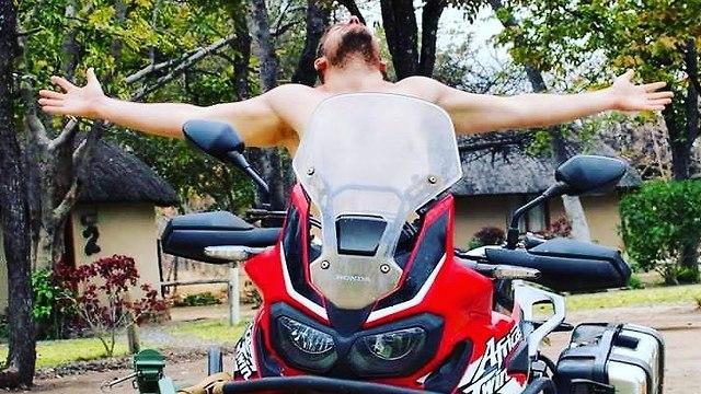 מסע אופנוע מסביב לעולם ()