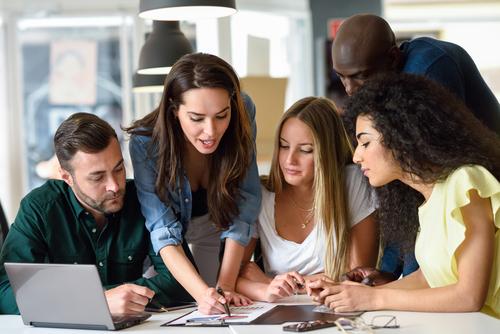 Для получения стипендии иногда требуется участие в организации общественных мероприятий. Фото: shutterstock