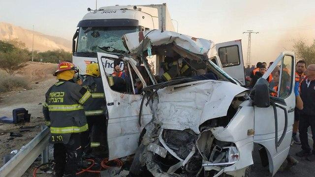 תאונת דרכים כביש בקעת הירדן (צילום: דוברות כבאות והצלה)