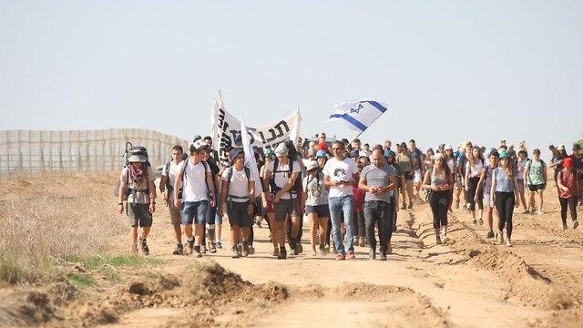 Gaza area residents march (Photo: Roee Idan)