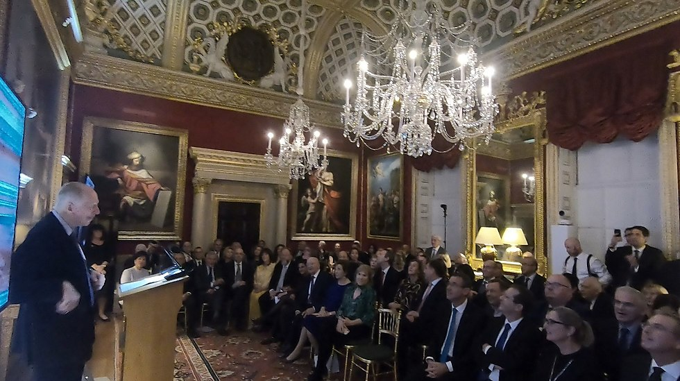 Lord Jacob Rothschild speaking at the event at Spencer House (Photo: Meshi Ayad)