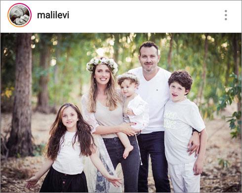 עם הבעל שמעון גרשון והילדים נועם, היאלי ודניאל (צילום: מתוך האינסטגרם של malilevi@)