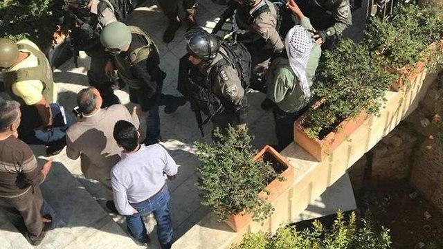 Fuerzas de seguridad allanan el edificio de oficinas de Rit en Jerusalén oriental