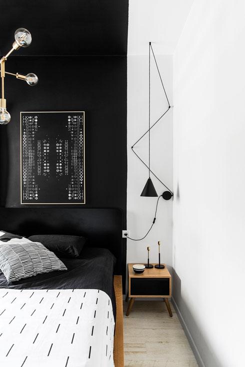 עבודה גיאומטרית גם מעל המיטה הזוגית (Two.m) (צילום: איתי בנית)