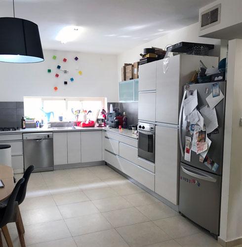 המטבח לפני השיפוץ (צילום: שרית זיו אלון)