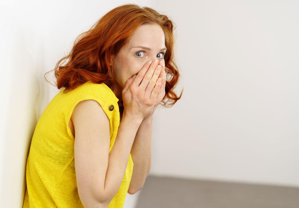 מחקרים מוכיחים שאמא שלכם צודקת - אף אחד לא שם לב אליכם באמת  (צילום: Shutterstock)