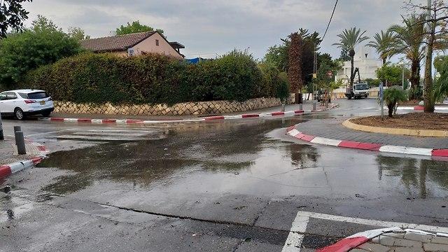 שלולית בתל אביב (צילום: רועי קור)