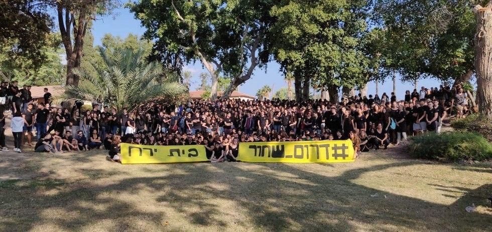 תלמידים באו לבושים בשחור היום (צילום: מועצת התלמידים והנוער הארצית)