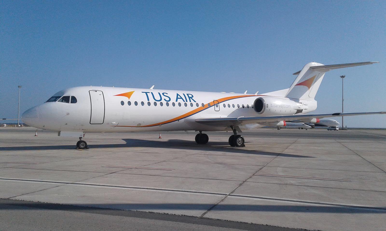 Лайнер Fokker 70 авиакомпании TUS