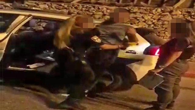 תיעוד השוטרת מתעמתת עם החייל ()