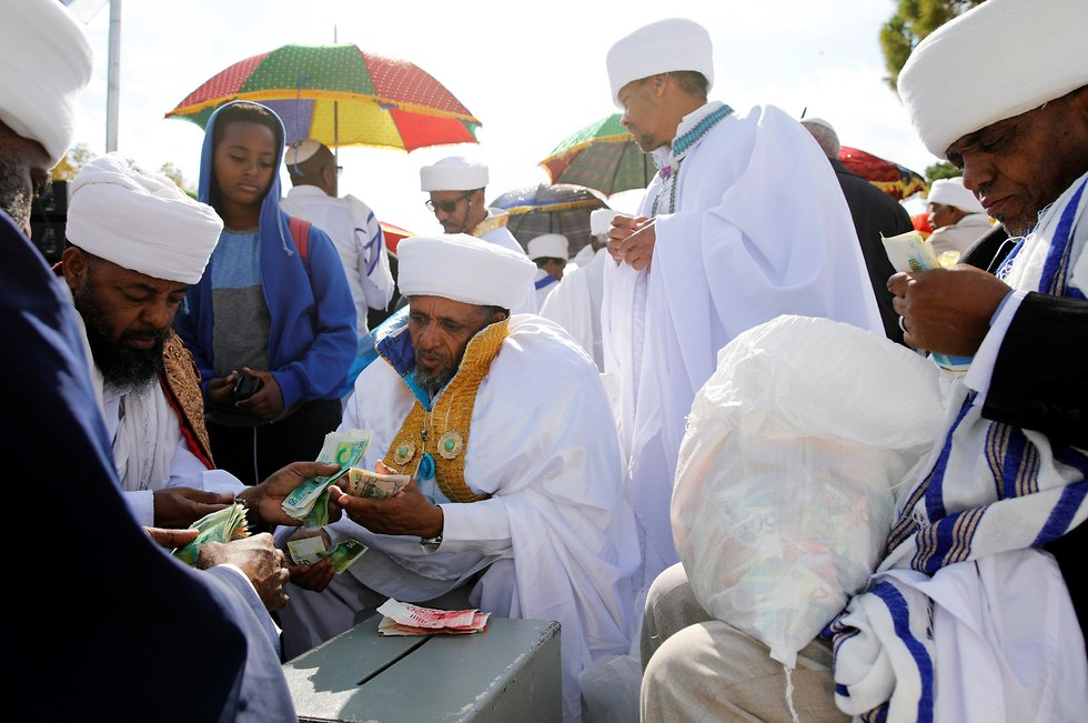 Kessim, spiritual leaders of the Israeli Ethiopian community, count money donated by community members during a ceremony marking the Ethiopian Jewish holiday of Sigd in Jerusalem (Photo: Reuters)