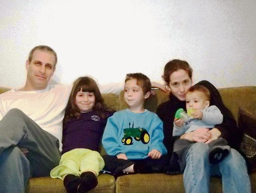 """משפחת ניר שנים אחדות לפני האסון. שירי: """"אנחנו עוטפים את הכאב בציניות וצוחקים הרבה"""""""