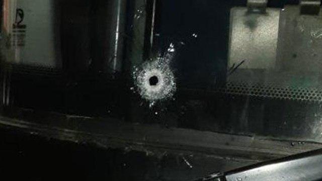 זירת הארוע פיגוע ירי לעבר אוטובוס  (צילום:  נתנאל קאופמן, TPS)