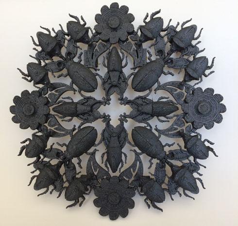 """גם הצורפת יעל פרידמן מציגה בתערוכה ''מרחבי מחיה'', באוצרותה של מירב רהט, כמו-איורים תלת-ממדיים, עשירים ומורכבים (איור: """"שבוע האיור"""")"""