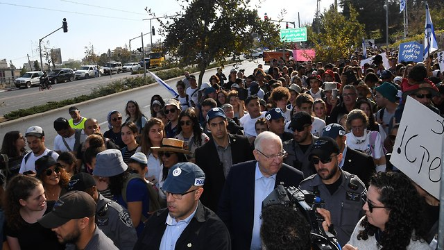 President Rivlin marching with the youth (Photo: Gov. Press Office)