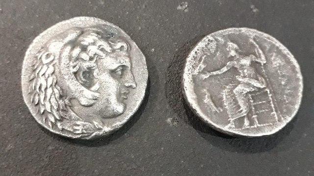 המטבעות שנתפסו במעבר ארז (צילום: דוברות מתפ