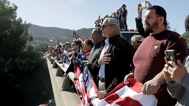מסע הלוויה של סגן השריף (צילום: AP)