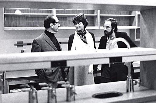 דיוויד בולטימור מימין (צילום: אתר פרס נובל)