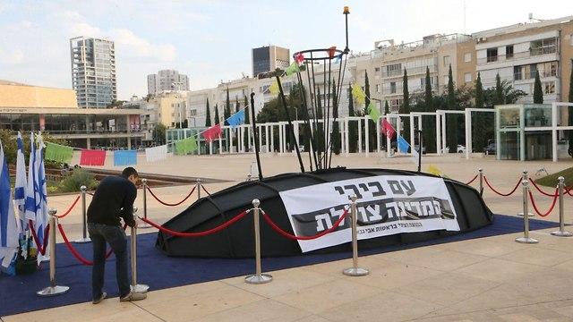 מיצג צוללות בכיכר הבימה  (צילום: מוטי קמחי)