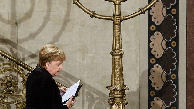 Merkel at a Berlin synagogue (Photo: EPA)