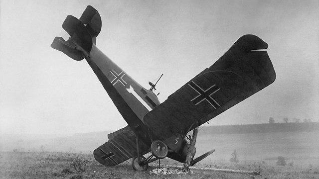 מטוס גרמני שהופל (צילום: מתוך ויקיפדיה)