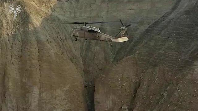 חילוץ מטיילים בנחל אוג (צילום: דובר צה