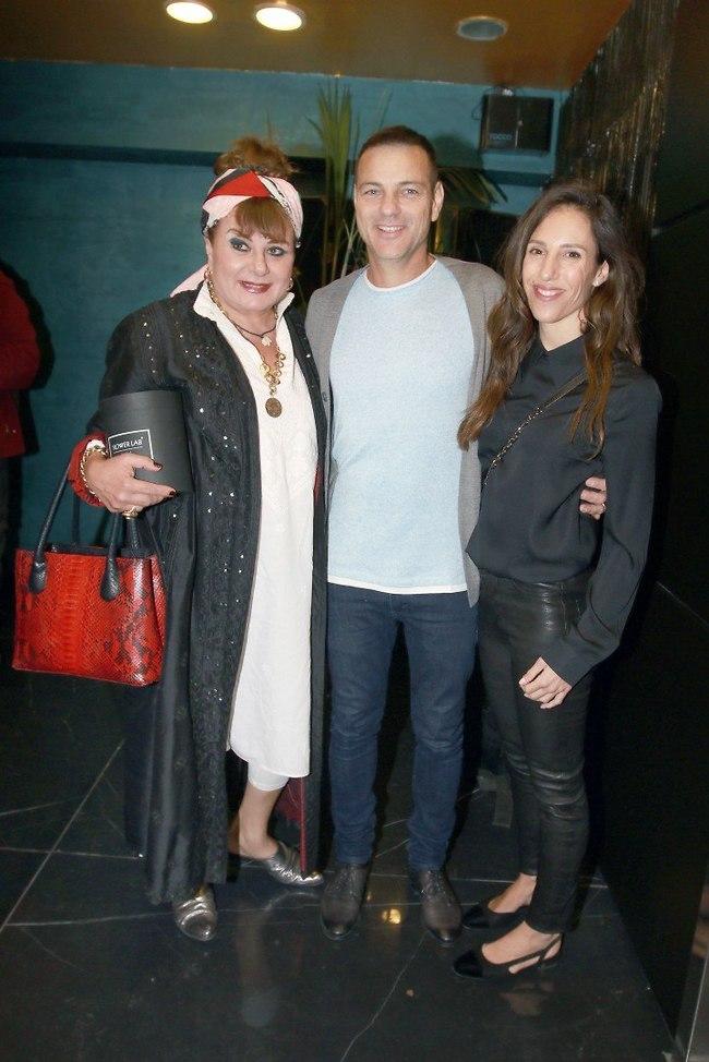 ישר מההופעה. חנה לסלאו, אקי אבני ואשתו (צילום: ענת מוסברג)