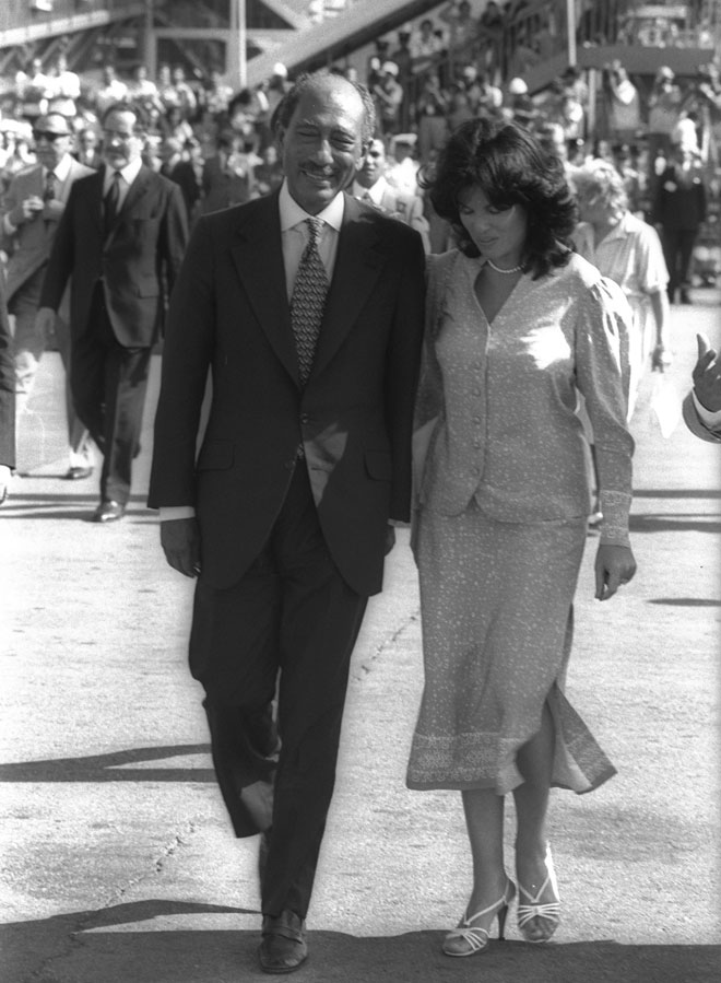 """סאדאת לצד אשת נשיא המדינה, אופירה נבון (צילום: סער יעקב, לע""""מ)"""
