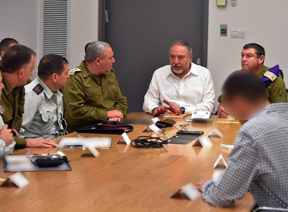 אביגדור ליברמן, עופר וינטר וגדי איזנקוט (צילום: אריאל חרמוני, משרד הביטחון)