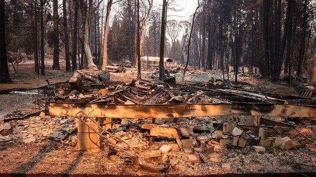 נזקי השריפה (צילום: EPA)