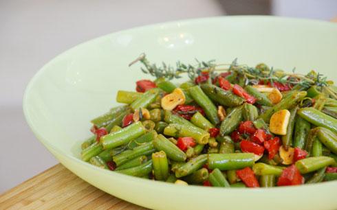 שעועית ירוקה מוקפצת עם פלפל אדום (צילום: אפרת סיאצ'י)