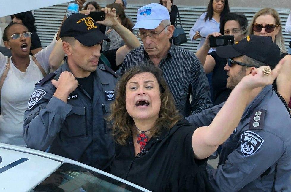 הפגנה של מאות עובדים סוציאליות בקרית הממשלה ()